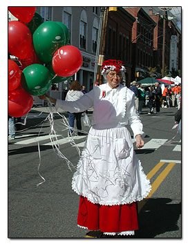 Easy homemade christmas costumes elf and mrs claus this picture is a lady in a parade dressed up as mrs claus and she was carrying and passing out red and green balloons to the kids she has a very simple solutioingenieria Image collections